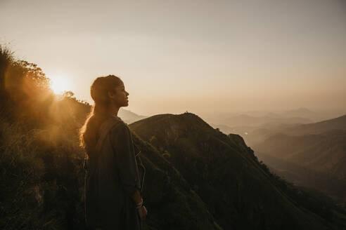 Kleine Wanderung zum Sonnenaufgang , Little Adam's Peak, Sri Lanka, Uva, Ella - LHPF00729