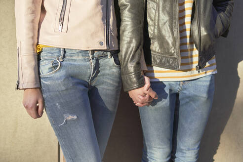 Couple in love holding hands, partial view - DVGF00029