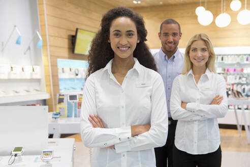 Sales team in phone store - JUIF01827