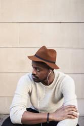 Portrait of mid adult man wearing brown hat - IGGF01223