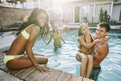 Friends playing in swimming pool - BLEF08261