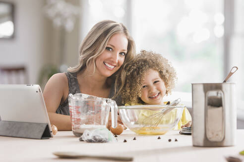 Mother and daughter baking together - BLEF08794