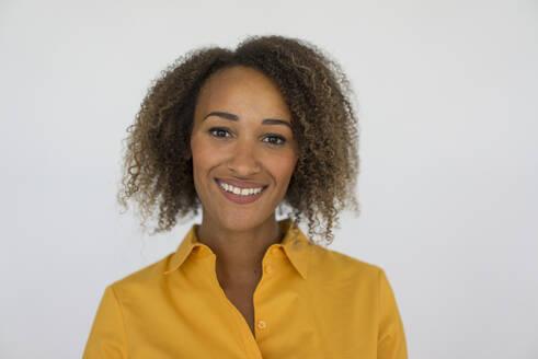 Deutschland, Essen, Frau, 25 Jahre, Afro, - MOEF02313