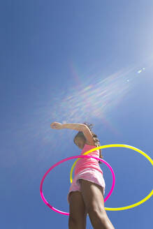 Girl spinning two plastic hoops - JUIF02272