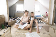 Happy mother with son in a home to be renovated - KMKF01000