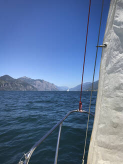 Italien, Veneto, Brenzone sul Garda, Gardasee, Segelboot - LVF08154