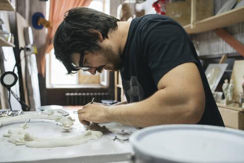 Russia, Blagoveschensk, sculptor, man, master, workplace, workshop - VPIF01287