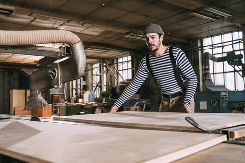 Carpenter sawing wooden board - VPIF01314