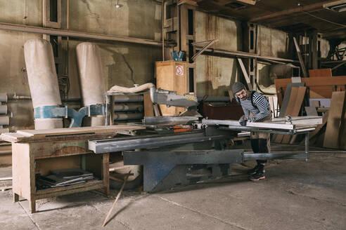 Carpenter at work on a saw - VPIF01323