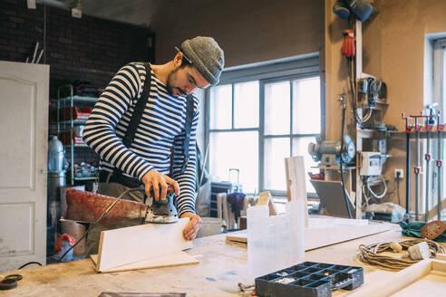 Carpenter working with grinder - VPIF01332