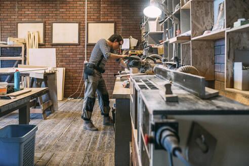 Carpenter at work - VPIF01359