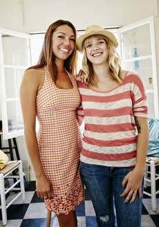 Women smiling in kitchen - BLEF09516