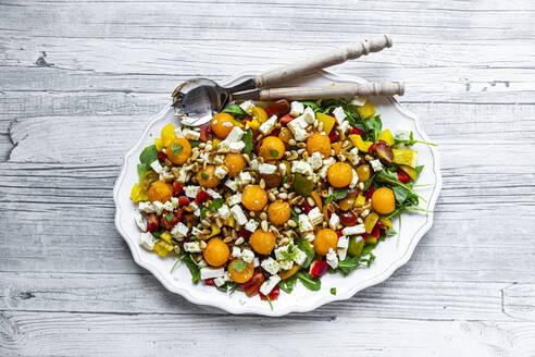 Rucola-Salat mit Melone, Feta, Tomaten, Paprika, Pinienkernen, Minze - SARF04336