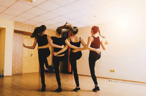 Caucasian dancers practicing in studio - BLEF09788