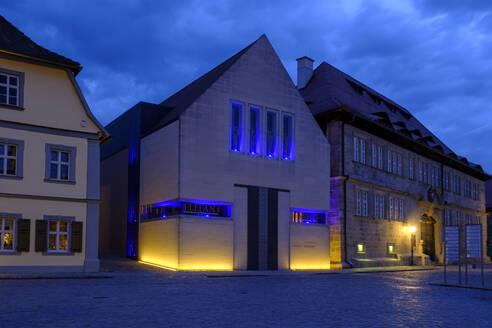 Knaufmuseum bei Dämmerung, Marktplatz Iphofen, Mainfranken, Unterfranken, Franken, Bayern, Deutschland, - LB02645
