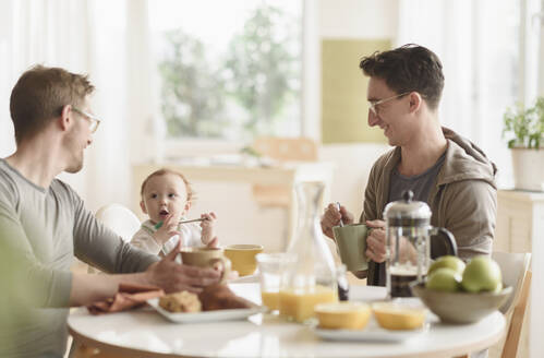 Caucasian gay fathers and baby eating breakfast - BLEF10094