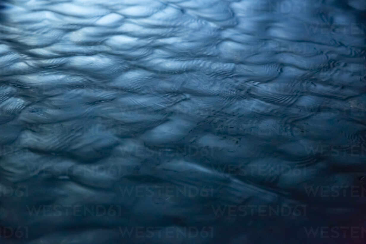 Full frame shot of rippled water in swimming pool at night - NGF00509 - Nadine Ginzel/Westend61