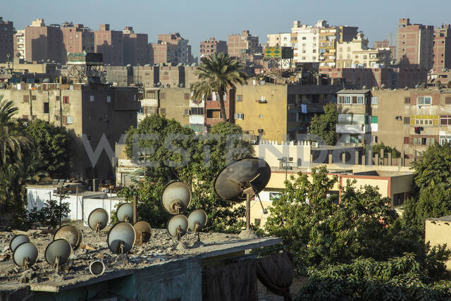 Satellite dishes on roof in residential district - NGF00515 - Nadine Ginzel/Westend61