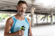 Sporty man with drinking bottle - DIGF07536
