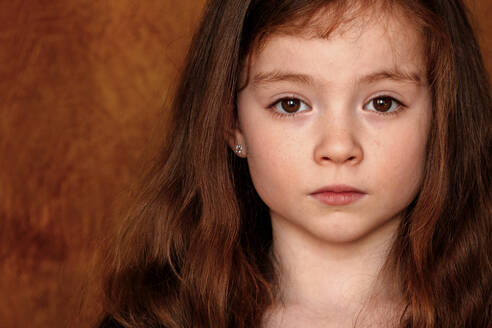 Portrait of little girl with brown hairs and eyes - OGF00073