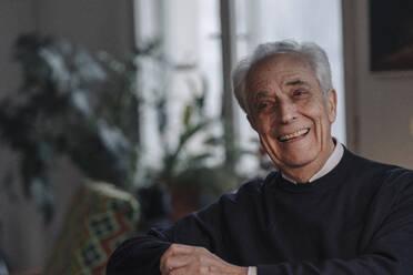 Happy senior man at home - GUSF02213