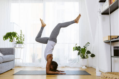 Woman practicing yoga at home - SODF00025