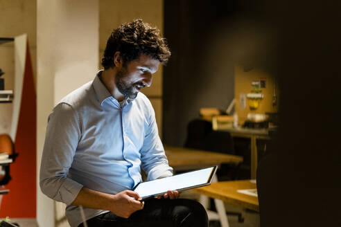 Working at night in a start-up, office, coworking - GIOF06782
