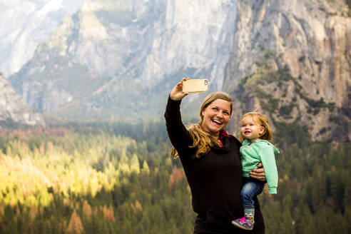 Caucasian mother and daughter in Yosemite National Park, California, United States - BLEF10627