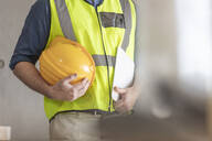 Architect with hardhat and safety vest - ZEF16162