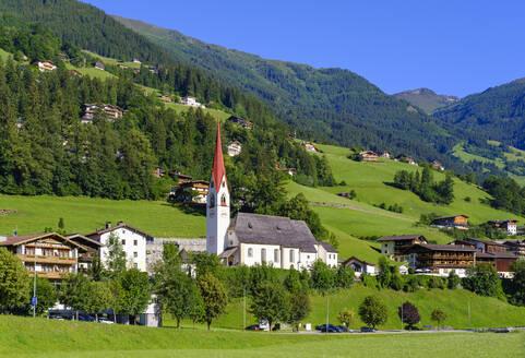 Pfarrkirche St. Ingenuin und Albuin, Hippach, Zillertal, Tirol, �sterreich - SIEF08792