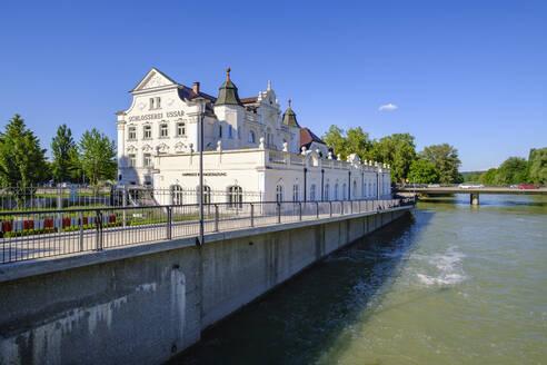 Ussar-Villa, ehemalige Schlosserei Ussar, Isar, Landshut, Niederbayern, Bayern, Deutschland - SIE08820