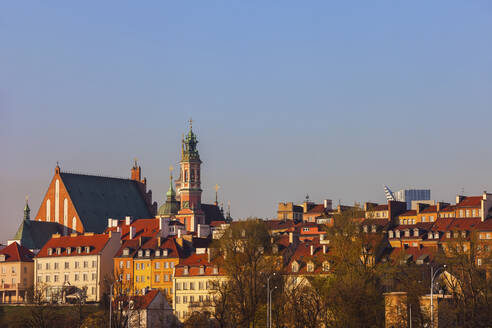 Skyline of the Old Town at sunrise, Warsaw, Poland - ABOF00435