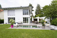 Modern house with swimming pool - DIGF07751