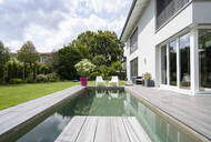 Modern house with swimming pool - DIGF07754