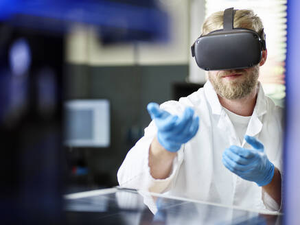 Technician with VR glasses and solar panel in lab - CVF01386