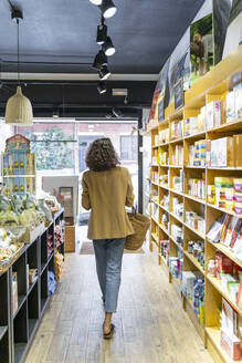 Young woman shopping in a food shop - AFVF03614