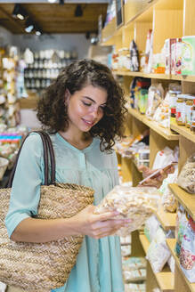 Young woman shopping in a food shop - AFVF03620