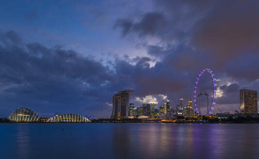 Singapore, Singapore, Gardens by the Bay and skyline with Singapore Flyer - HSIF00710