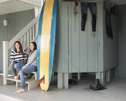 Surfers relaxing on patio - BLEF13623