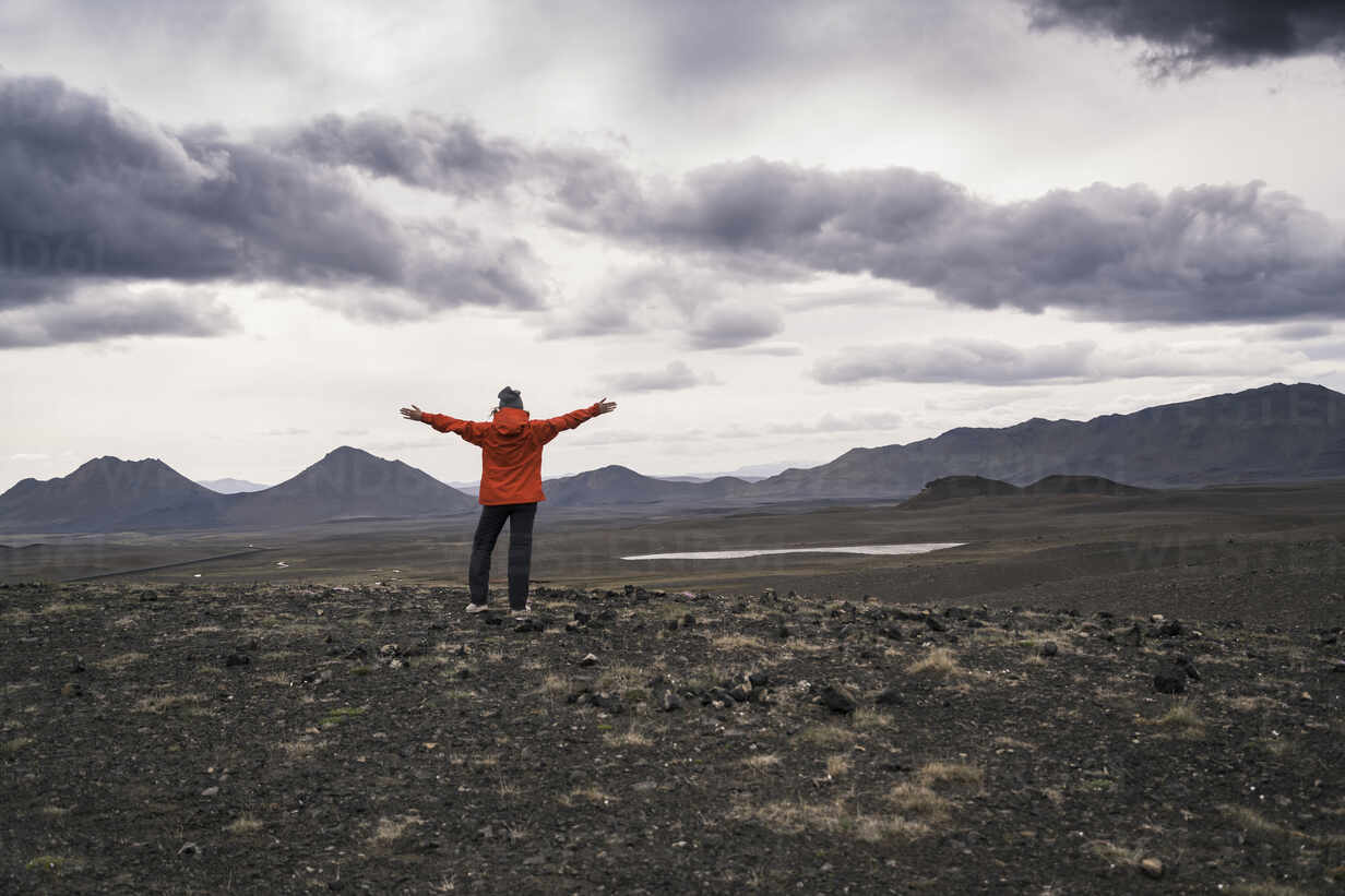 Young woman looking at view, with arms outstretched, Highland region, Iceland - UUF18763 - Uwe Umstätter/Westend61