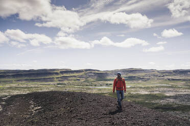 Mature man hiking in Vesturland, Iceland - UUF18817
