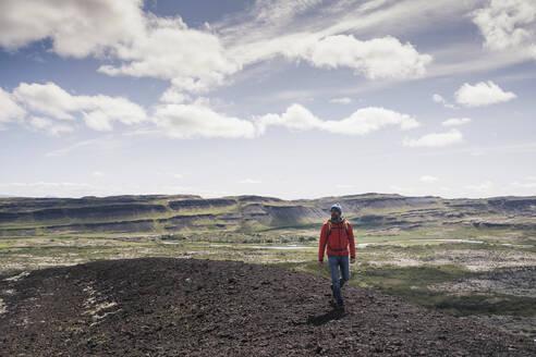Mature man hiking in Vesturland, Iceland - UUF18817