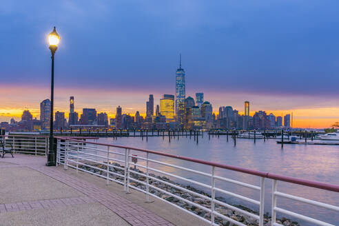 Manhattan, Lower Manhattan and World Trade Center, Freedom Tower in New York across Hudson River from Harismus Cover, Newport, New Jersey, United States of America, North America - RHPLF01327