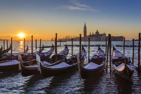 Venetian winter sunrise after snow with gondolas, San Giorgio Maggiore and Lido, Venice, UNESCO World Heritage Site, Veneto, Italy, Europe - RHPLF01375