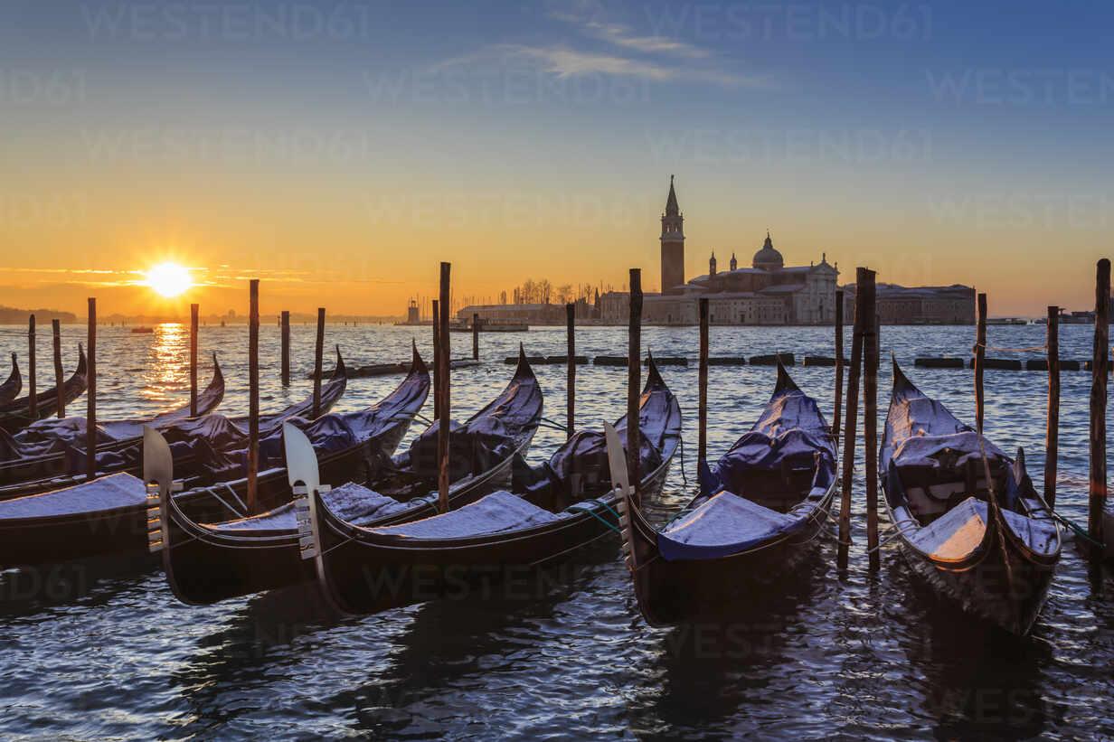 Venetian winter sunrise after snow with gondolas, San Giorgio Maggiore and Lido, Venice, UNESCO World Heritage Site, Veneto, Italy, Europe - RHPLF01375 - RHPL/Westend61