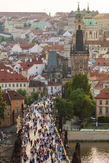 Charles Bridge, Prague, UNESCO World Heritage Site, Bohemia, Czech Republic, Europe - RHPLF01567