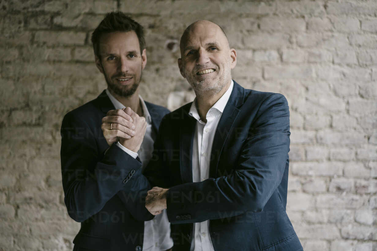 Portrait of confident mid-adult and senior businessman shaking hands - GUSF02449 - Gustafsson/Westend61