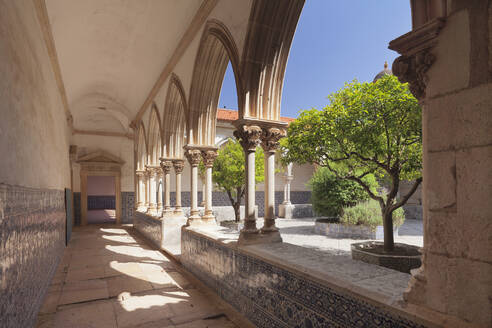Claustro do Cemiterio cloister, Convento de Cristi (Convent of Christ) Monastery, UNESCO World Heritage Site, Tomar, Portugal, Europe - RHPLF02630