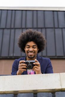 Happy stylish man looking at a camera - AFVF03868