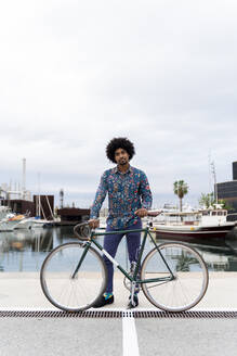 Portrait of stylish man with bicycle at the marina - AFVF03883